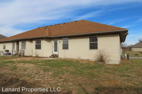 Photo of 408 Pawnee Ln, Clever, MO 65631