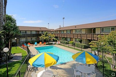 4415 N Pershing Ave, Stockton, CA 95207