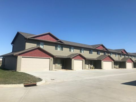 Photo of 390 24th St Se, Huron, SD 57350
