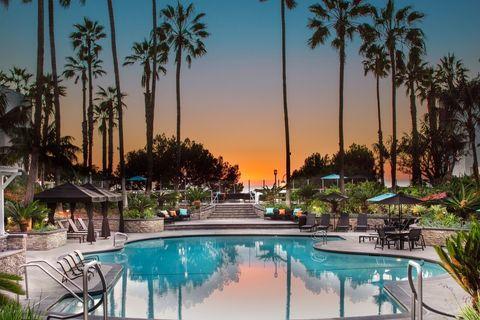 300 The Village Dr, Redondo Beach, CA 90277