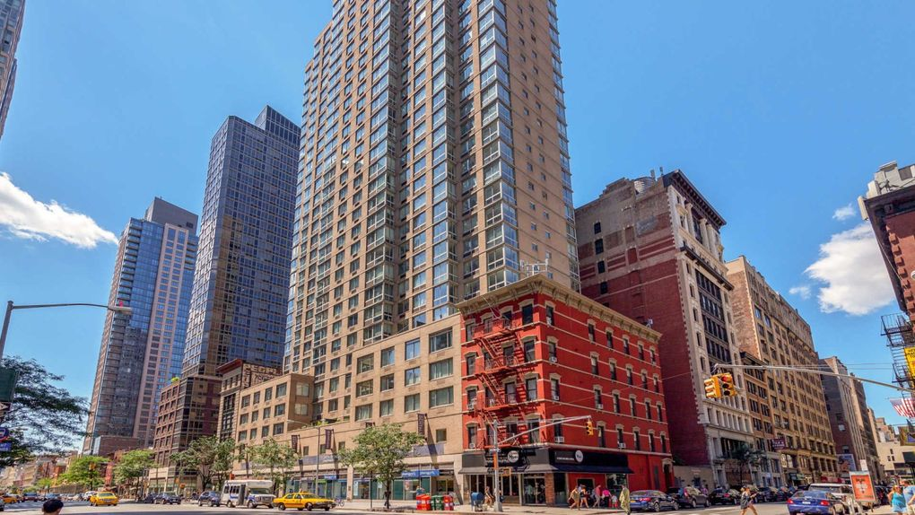777 6th Ave, New York, NY 10001. Apartment For Rent