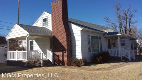 Photo of 1021 Mc Kinley St, Great Bend, KS 67530