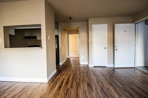 Photo of 1915 14th St, Lubbock, TX 79401