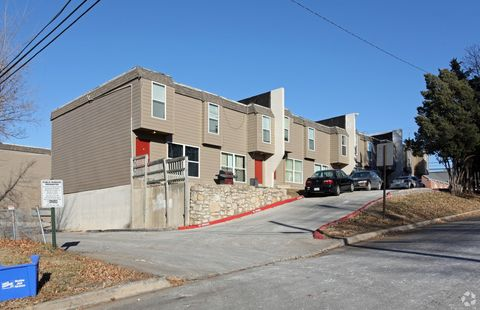 Photo of 8718 Wornall Rd, Kansas City, MO 64114
