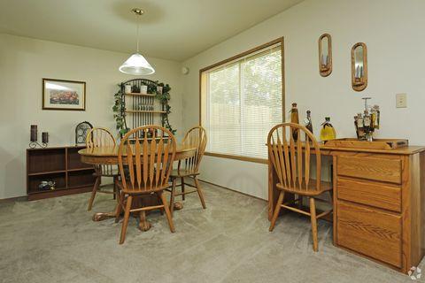 Photo of 2800 Applewood Ln, Eugene, OR 97408