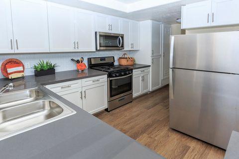 Woodland Hills Ca Apartments For Rent Realtor Com