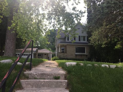 Photo of 548 N 8th Ave Apt 3, West Bend, WI 53090