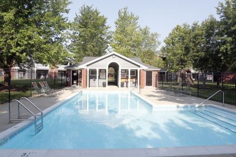 Photo of 1422 Hunters Point Dr, Zionsville, IN 46077