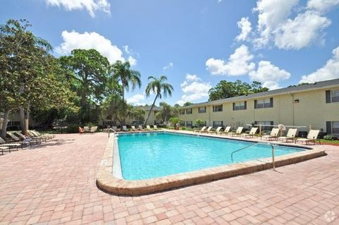 Photo Of 1699 68th St N Saint Petersburg Fl 33710 Apartment For Rent