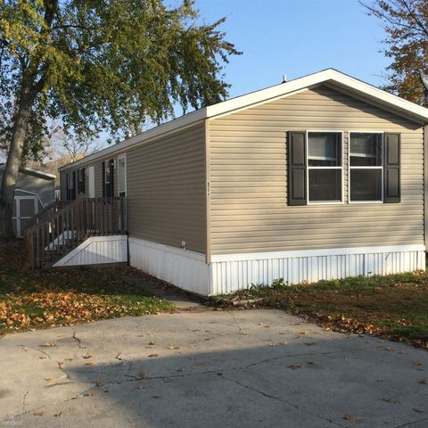 504 Turtle Bay Dr, Syracuse, IN 46567