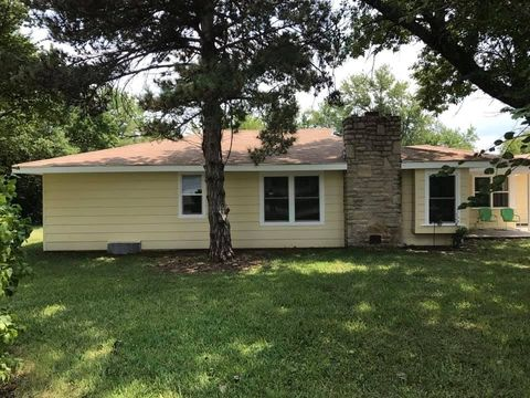 Photo of 842 N Broadview Ln, Andover, KS 67002