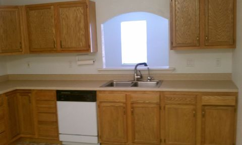 Photo of 4004 Pawnee Dr, Roswell, NM 88203