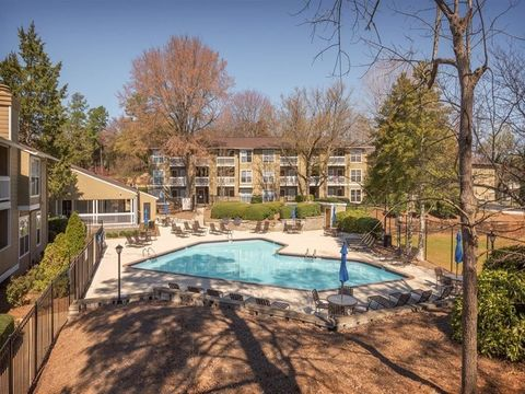 Photo of 5931 Providence Rd, Charlotte, NC 28226