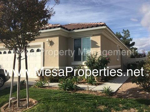 11050 Waterwood St, Apple Valley, CA 92308