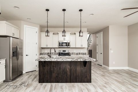Photo of 325 N Red Stone Rd Unit 201, Washington, UT 84780