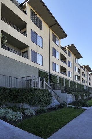 Photo Of 2750 2850 Riverside Dr Los Angeles Ca 90039 Apartment For Rent