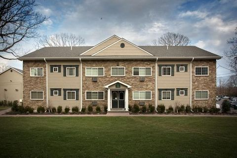 Photo of 560 New Hwy, Hauppauge, NY 11788