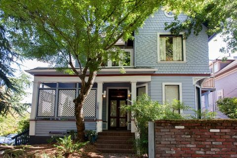 Photo of 3304-3308 Sw Corbett Ave # 3304, Portland, OR 97239