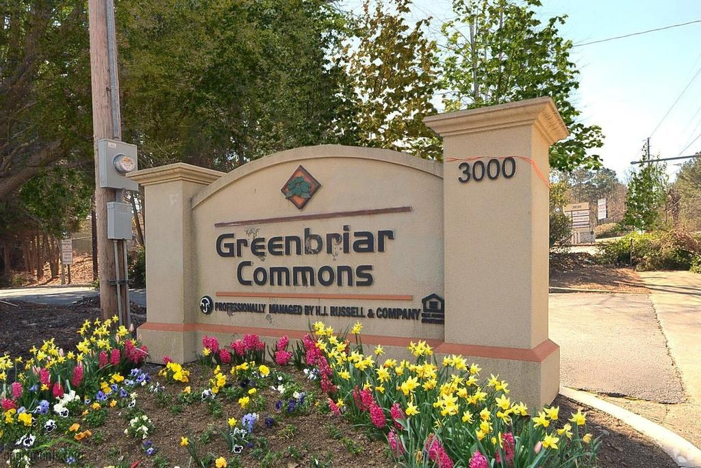 Greenbriar Commons Apartments