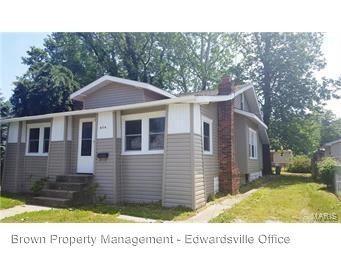 656 E Acton Ave, Wood River, IL 62095