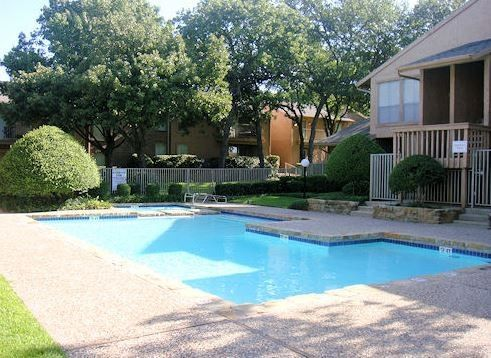 1810 Teasley Ln, Denton, TX 76205