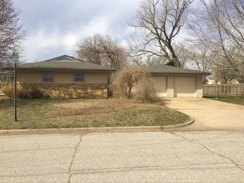 Photo of 531 N Redbarn Ln, Wichita, KS 67212
