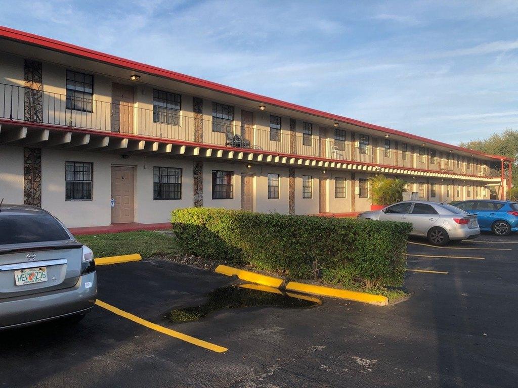 West Hollywood Elementary School in Hollywood, FL - realtor.com®