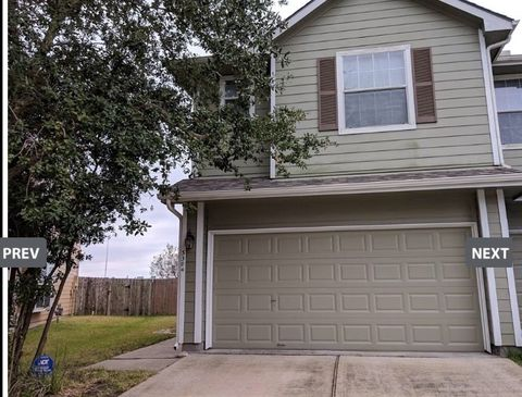 Photo of 3304 Orchid Trace Ln, Houston, TX 77047