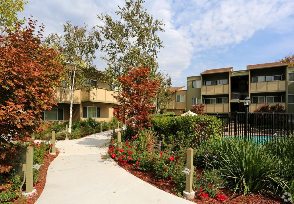 Townhouse Plaza Apartments