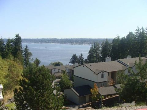 1617 W Admiralty Heights Ln, Bremerton, WA 98312