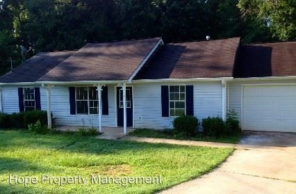 3 Pelham Ct, Grantville, GA 30220