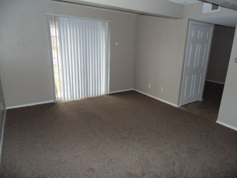 Photo of 4 W Canterbury Ct, Ottawa, KS 66067