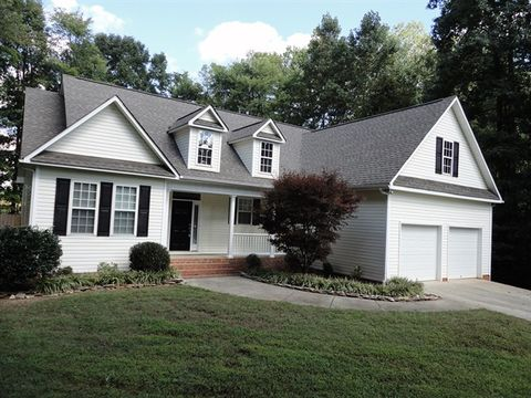 Photo of 279 Pepperstone Dr, Mocksville, NC 27028