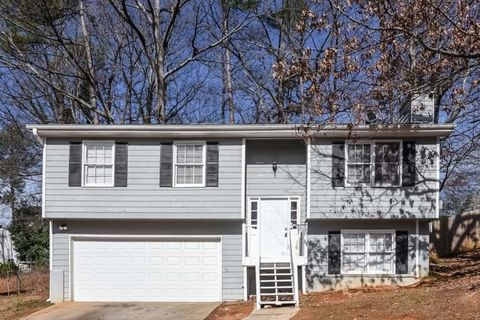 Photo of 6941 Lismore Dr, Norcross, GA 30093