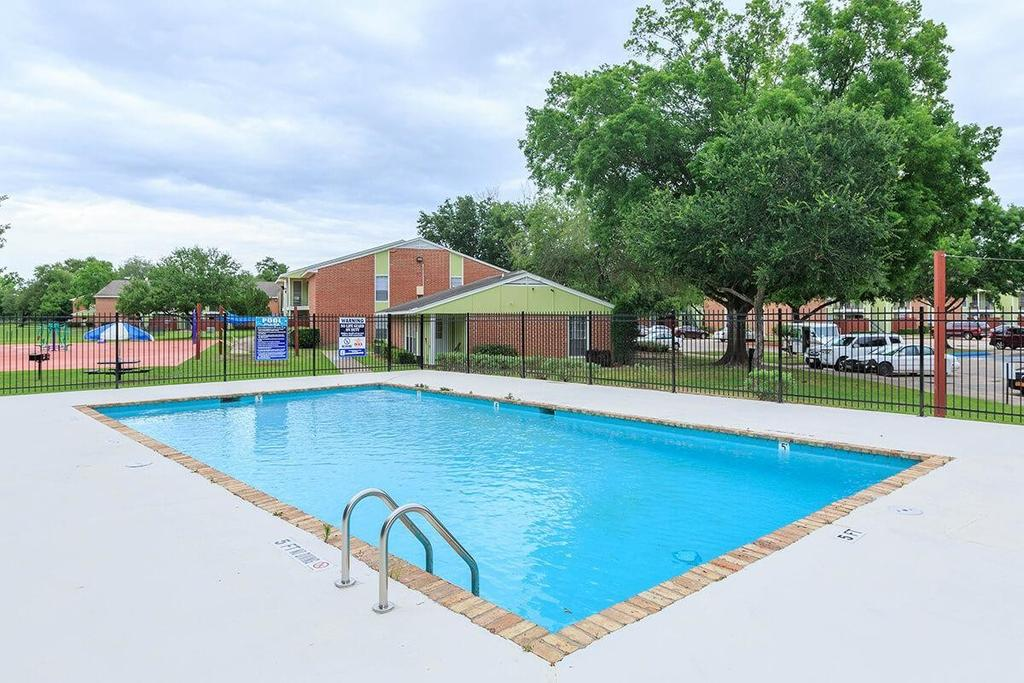 1280 Saxe St, Beaumont, TX 77705