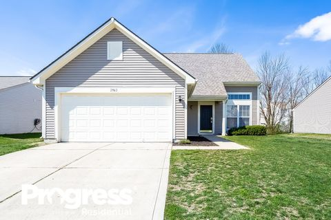 Photo of 2962 Limber Pine Dr, Whiteland, IN 46184