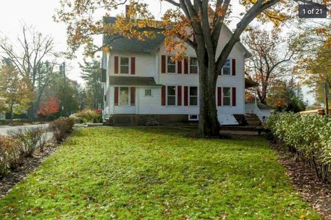 Photo of 13 Holt St, Concord, NH 03301