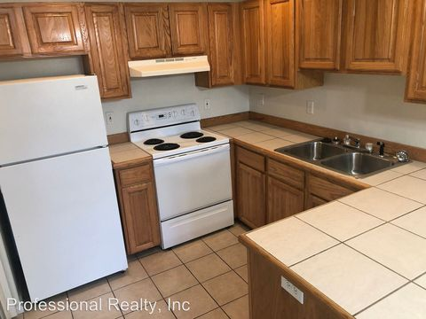 Photo of 3030 W Goedeck Ave Apt 1, Roseburg, OR 97471