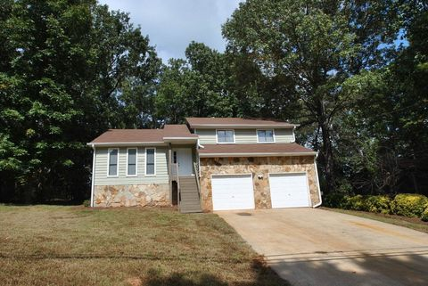 Photo of 4687 Dogwood Farms Dr, Decatur, GA 30034