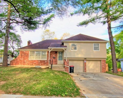 Photo of 303 Sw Pinnell Dr, Lees Summit, MO 64081