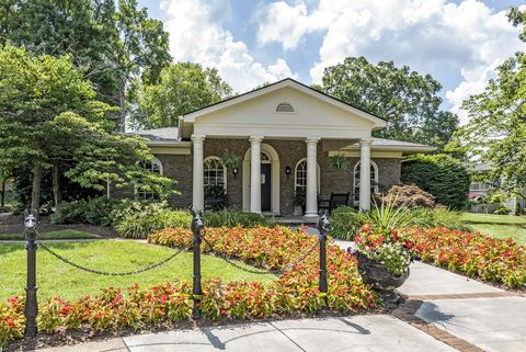Photo of 1200 Canterchase Dr, Louisville, KY 40242