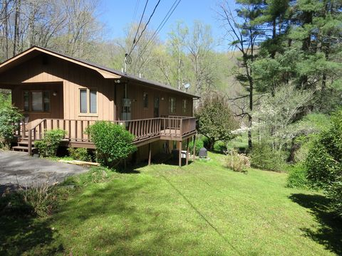 Photo of 29 Teaberry Rd Unit B, Cullowhee, NC 28723