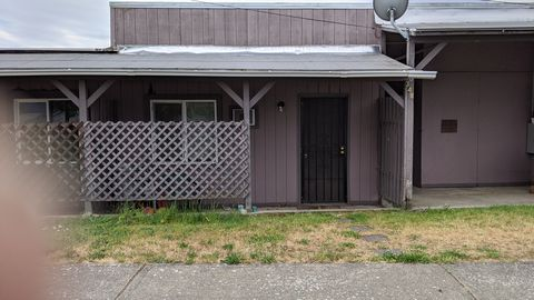 Photo of 341 First Ave Apt F, Riddle, OR 97469
