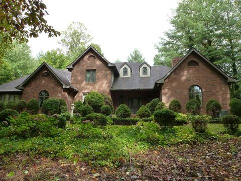 Photo of 42 Mountain Lake Dr, Hendersonville, NC 28739