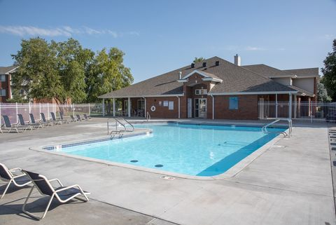 Photo of 701 Lakeside Dr, Lincoln, NE 68528