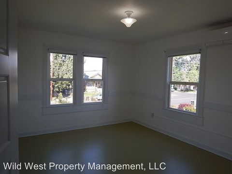 Photo of 640 Nw 2nd St, Prineville, OR 97754