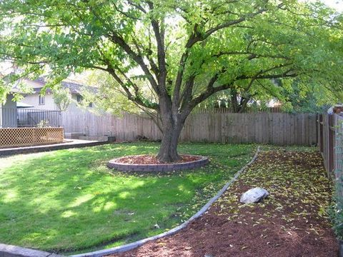 Photo of 567 N Stoneham Cir, Medford, OR 97504