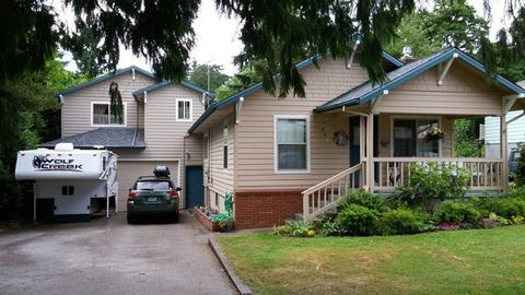 Photo of 229 Cherry St, Silverton, OR 97381