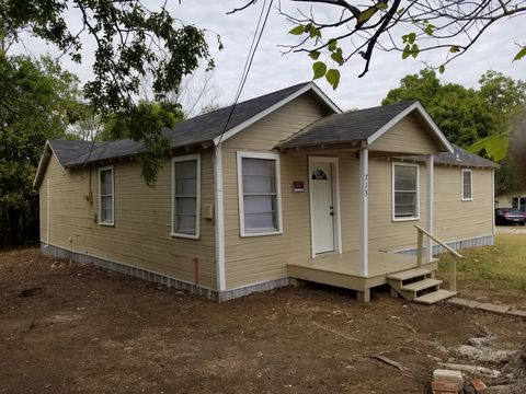 Photo of 713 Culberson Ave, Groesbeck, TX 76642
