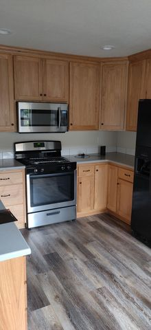 Photo of 535 W Oregon Ave Unit A, Creswell, OR 97426